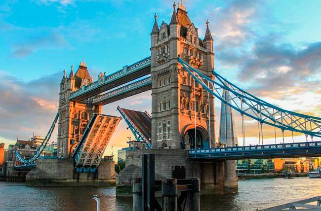 Tooley Street (Tower Bridge)
